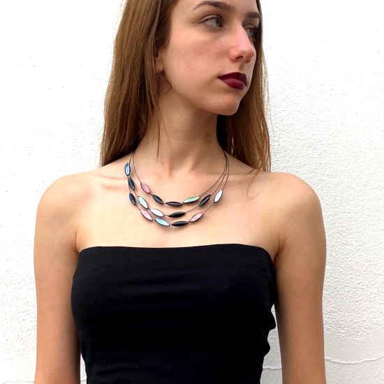Collar Tropic Art Corto Hojas Tres Vueltas.